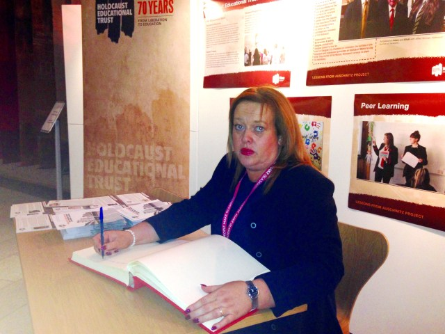 signing_holocaust_commitment